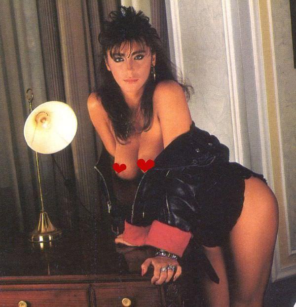 Сабрина Салерно фото в комнате