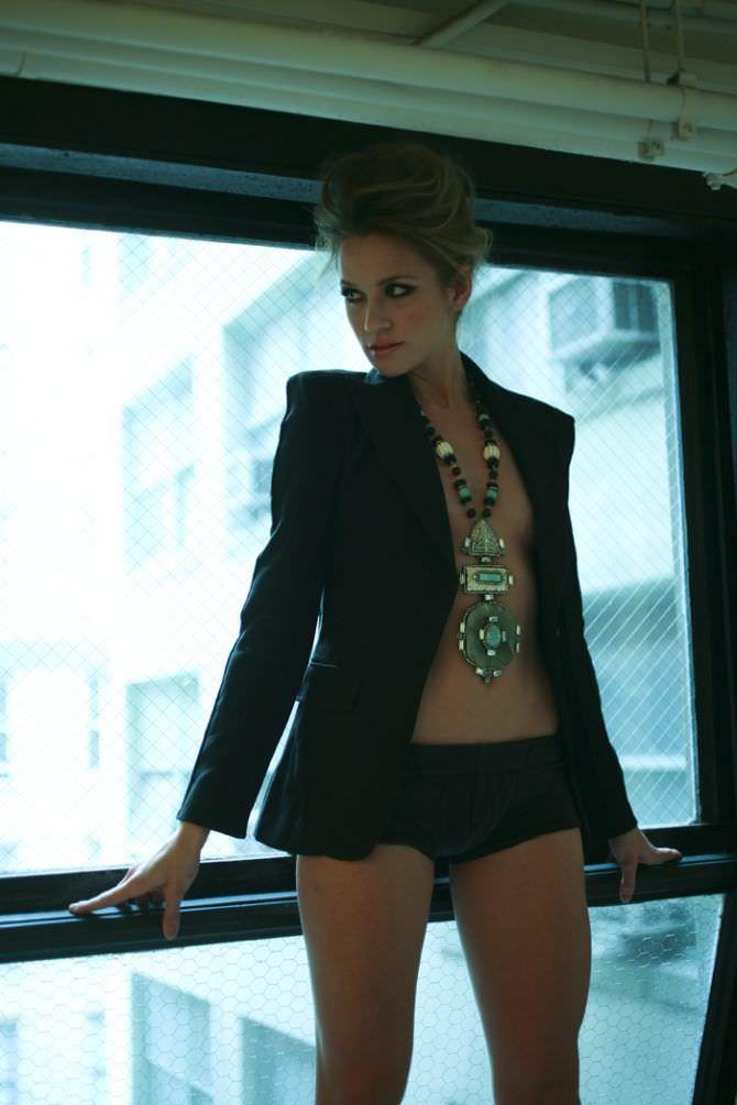 Шантель Вансантен фотография в пиджаке и шортиках