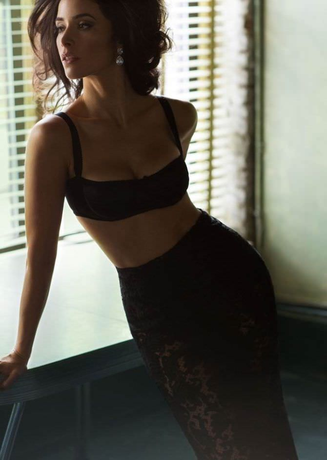 Эбигейл Спенсер фото у окна