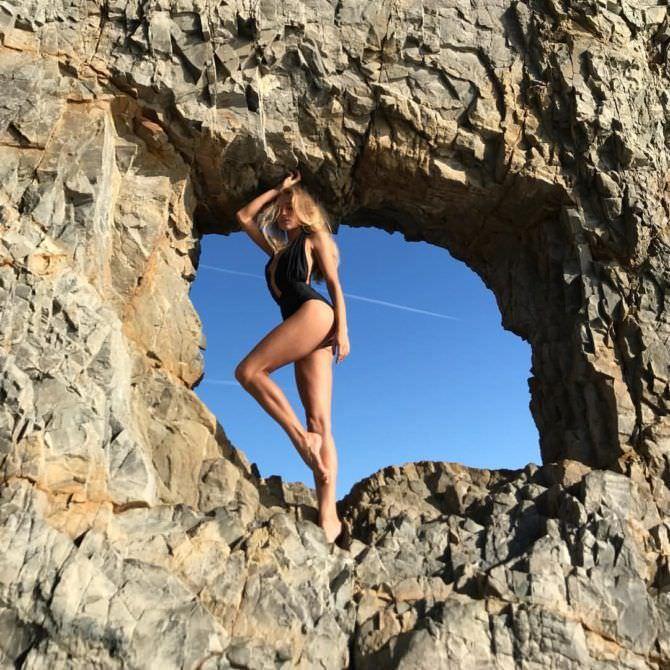Арина Постникова фото в скале