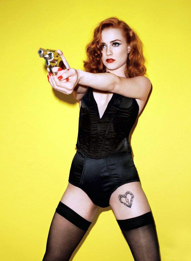 Эван Рэйчел Вуд фото в чулках с пистолетом