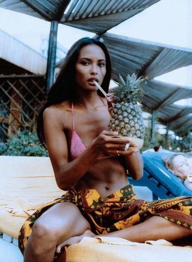 Лаура Гемсер фотография с ананасом