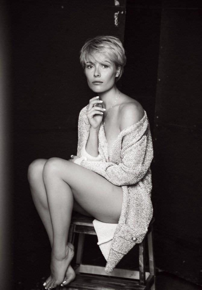 Виктория Маслова фотосессия в тёплой кофте
