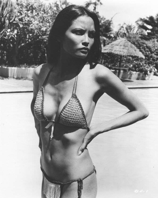 Лаура Гемсер чёрно-белое фото в купальнике