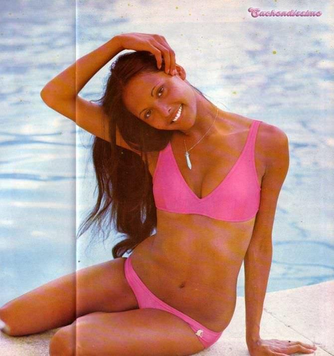 Лаура Гемсер фотография в розовом бикини