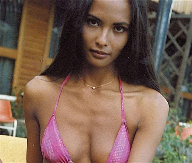 Лаура Гемсер фото в розовом бикини