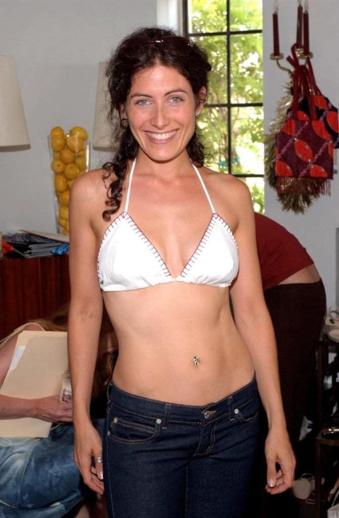 Лиза Эдельштейн фото в купальнике и джинсах