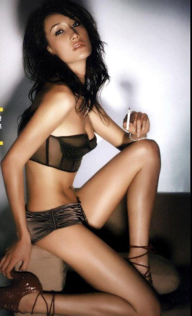 Мэгги Кью фото в красивом белье