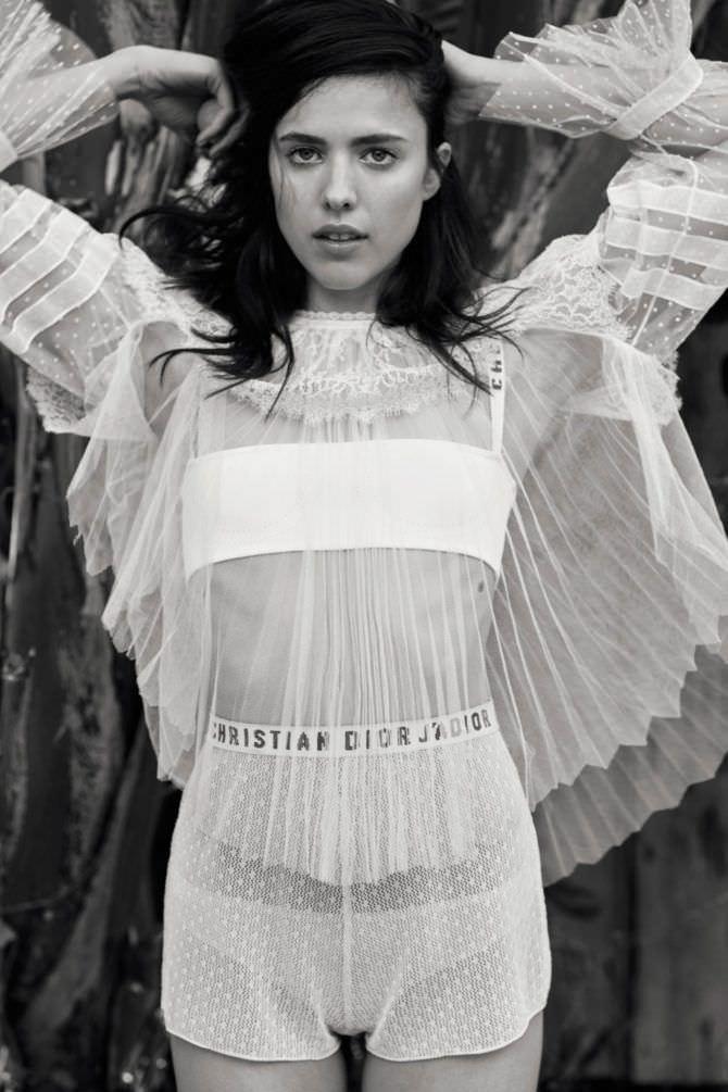 Маргарет Куэллифотография в прозрачном костюме