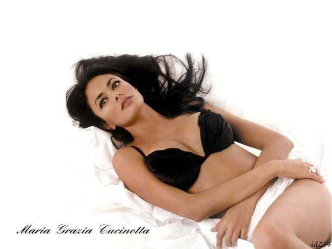 Мария Грация Кучинотта фотография в чёрном нижнем белье