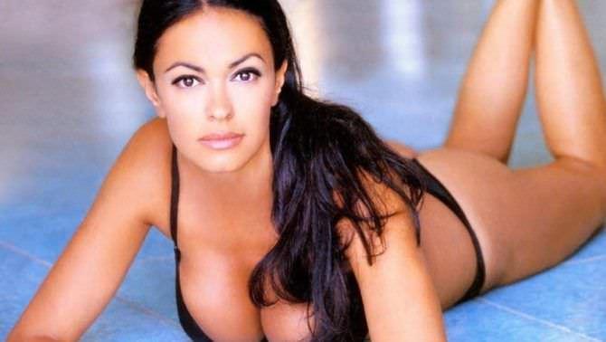 Мария Грация Кучинотта фотография в чёрном купальнике