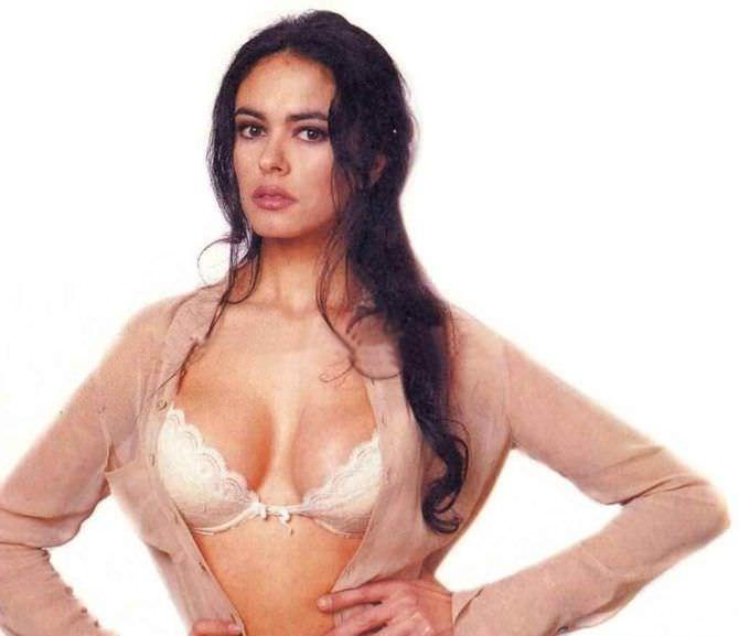 Мария Грация Кучинотта фотография в белом белье