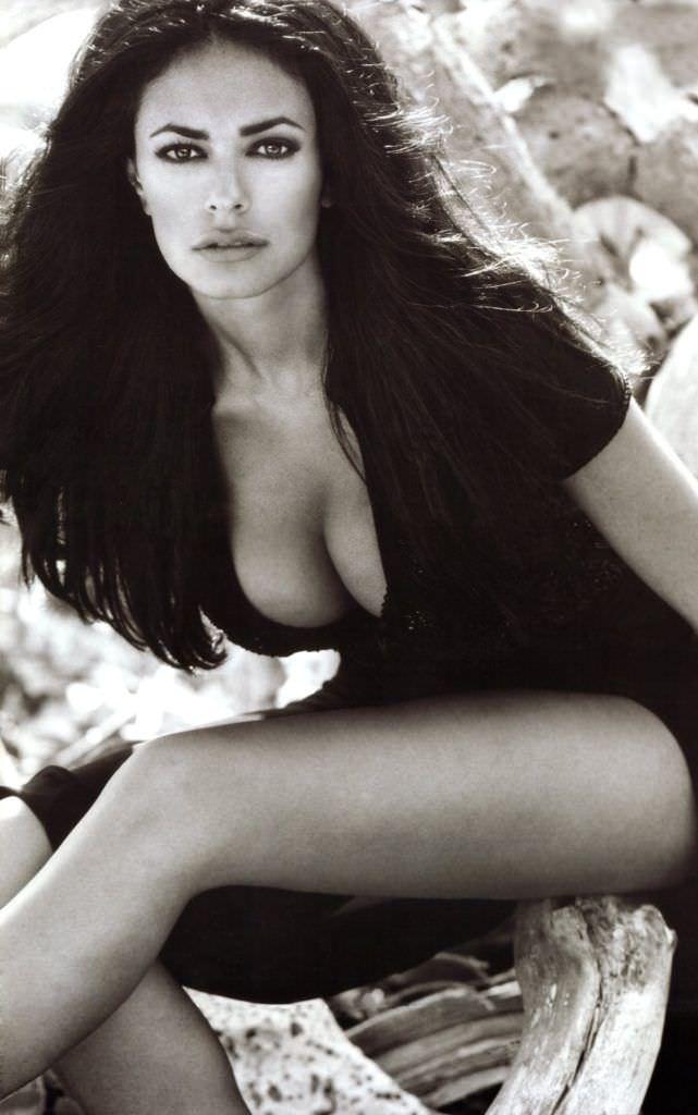Мария Грация Кучинотта фотосессия в чёрном платье