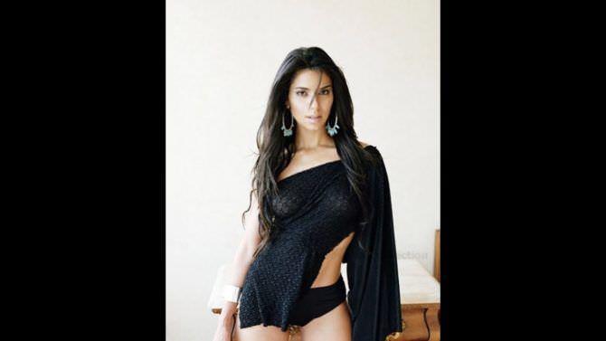 Розалин Санчес фото в чёрной блузке