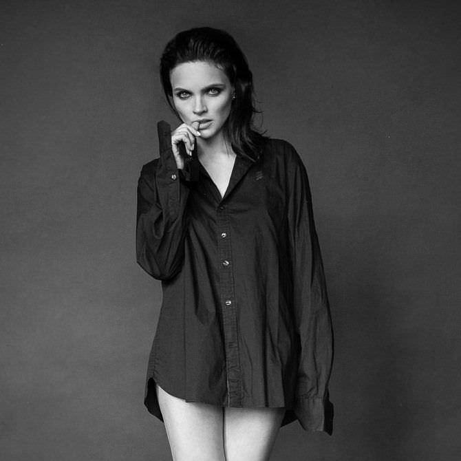 Наталья Земцова чёрно-белое фото в рубашке