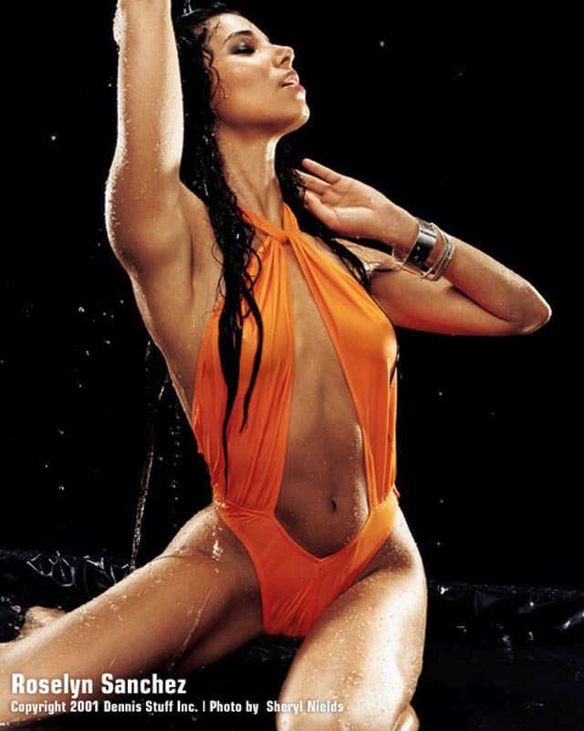 Розалин Санчес фото в максим в купальнике