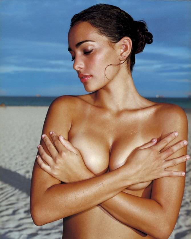 Натали Мартинес откровенная фотография на пляже