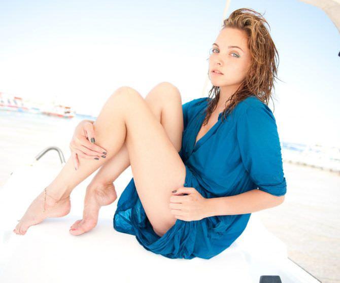 Наталья Земцова фотов синей тунике