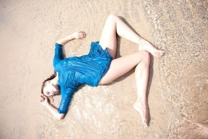 Наталья Земцова фотография в мокрой тунике на пляже