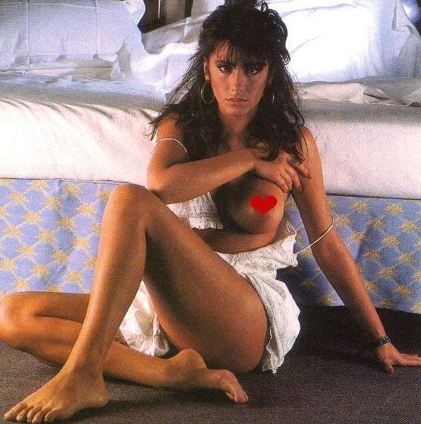 Сабрина Салерно фото возле кровати