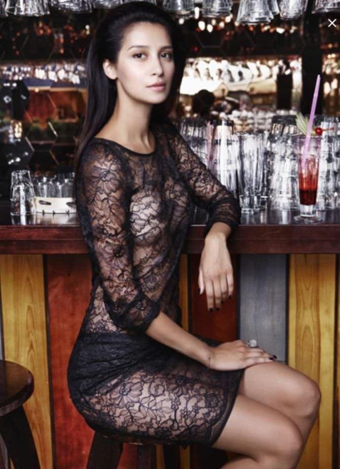 Равшана Куркова фото в кружевном платье