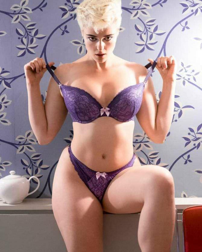 Стефания Феррарио фото в фиолетовом белье
