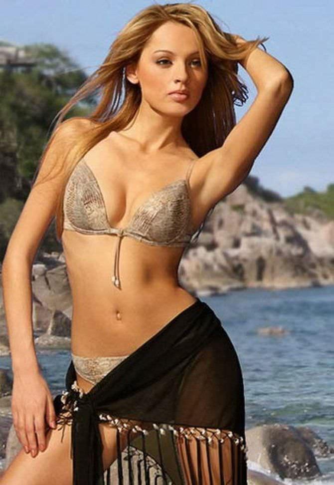 Янина Студилина фото в купальнике и платке