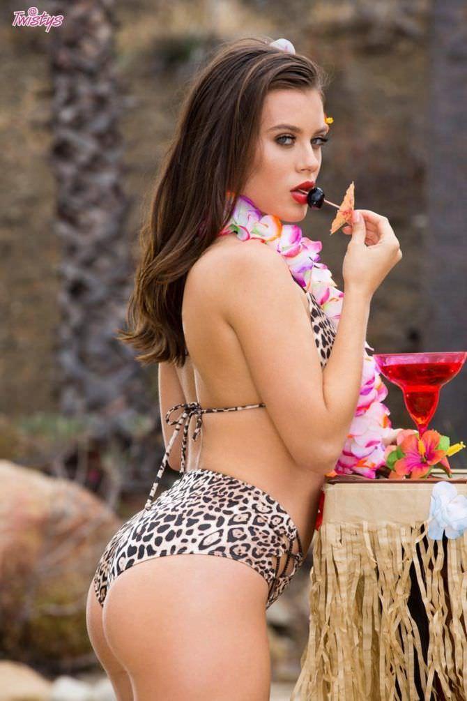 Лана Роудс фотосессия с коктейлем