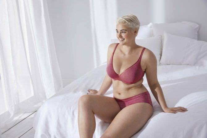 Стефания Феррарио фотография в красном белье