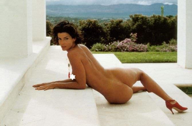 Джоан Северанс фотография на лестнице из журнала