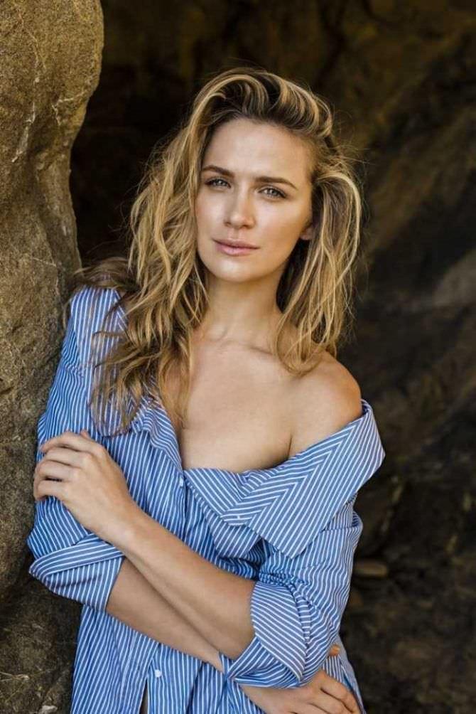 Шантель Вансантен фото в синей рубашке