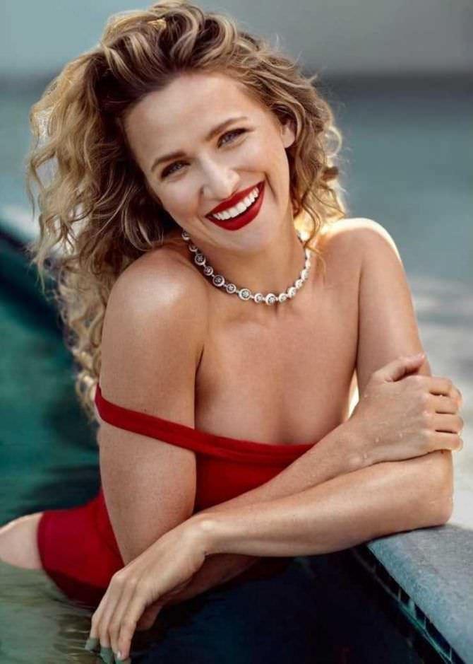 Шантель Вансантен фото в красном купальнике