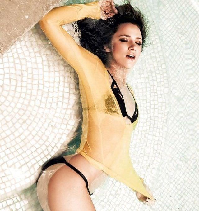 Шантель Вансантен фото в мокрой блузке