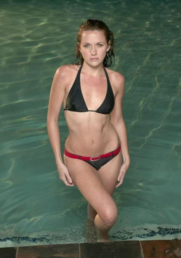Шантель Вансантен фотография в купальнике с поясом