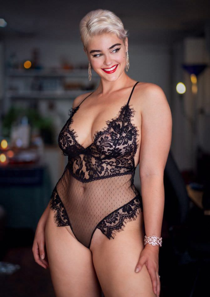 Стефания Феррарио фотография в красивом нижнем белье