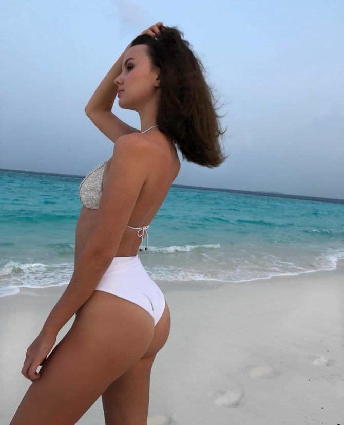 Татьяна Мингалимова фото в белом купальнике