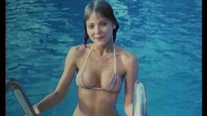 Орнелла Мути кадр из фильма в бикини