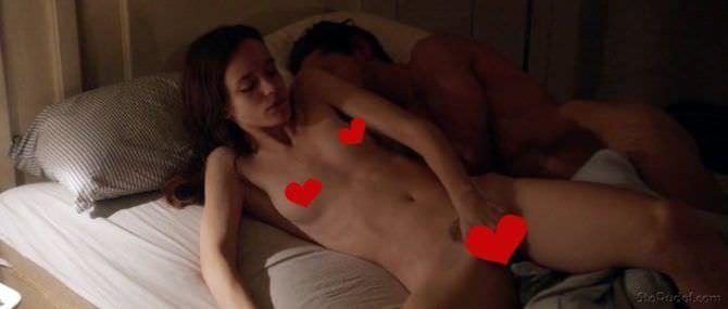 Стэйси Мартин фото в кровати с мужчиной