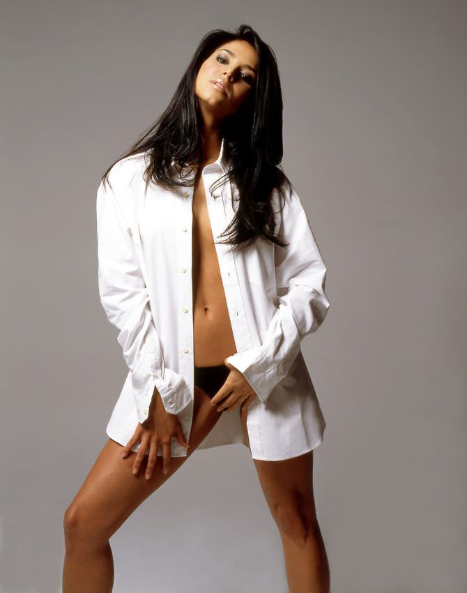 Розалин Санчес фотография в белой рубашке