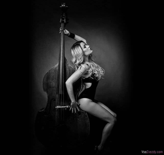 Виктория Маслова фотосессия с инструментом