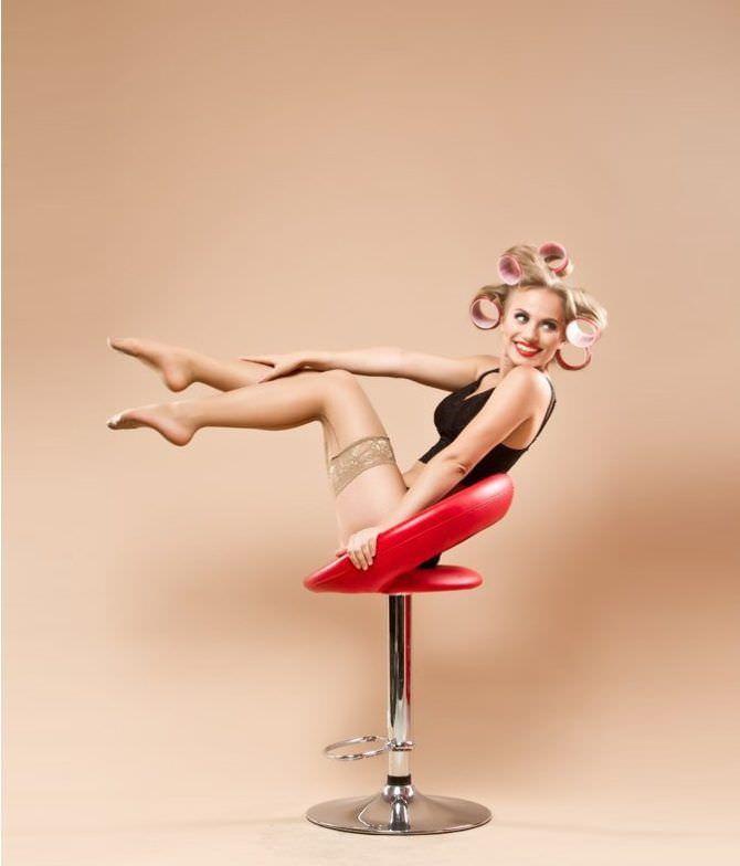 Виктория Клинкова фотосессия на красном стуле