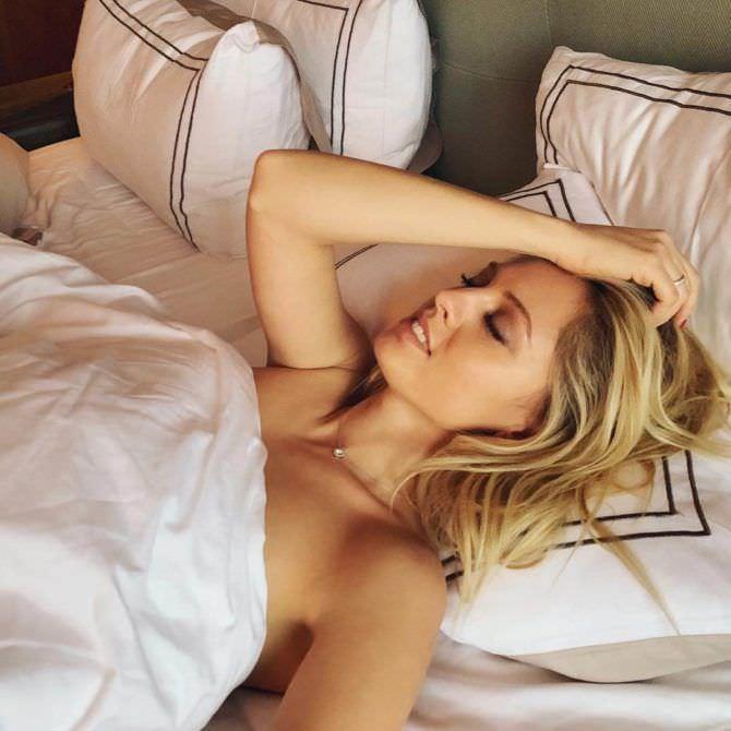 Янина Студилина фотография в постели утром