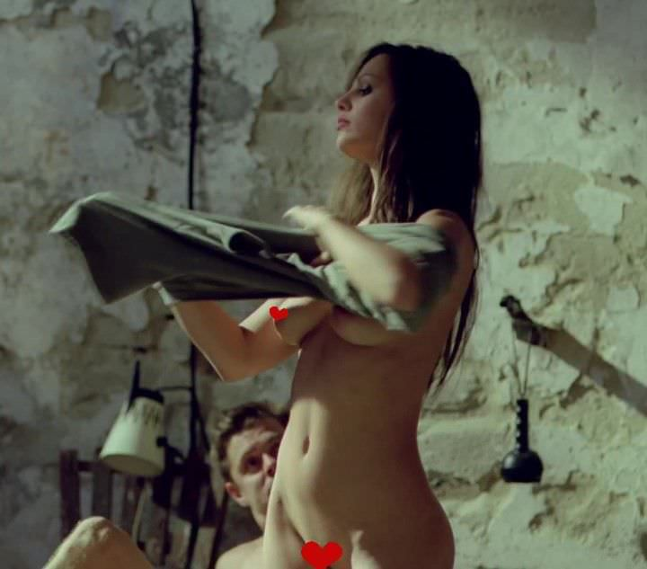 Аннабелль Уоллис фото без футболки