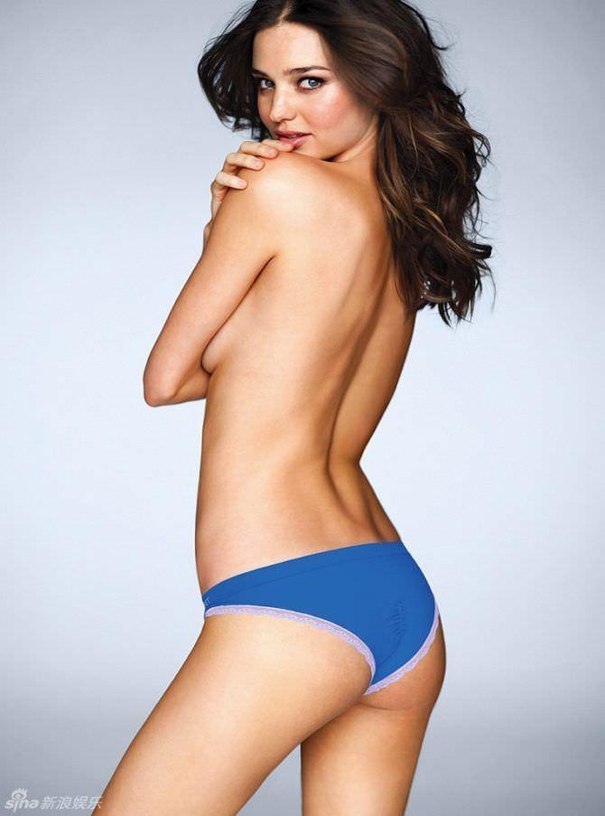Миранда Керр фото в синих плавках