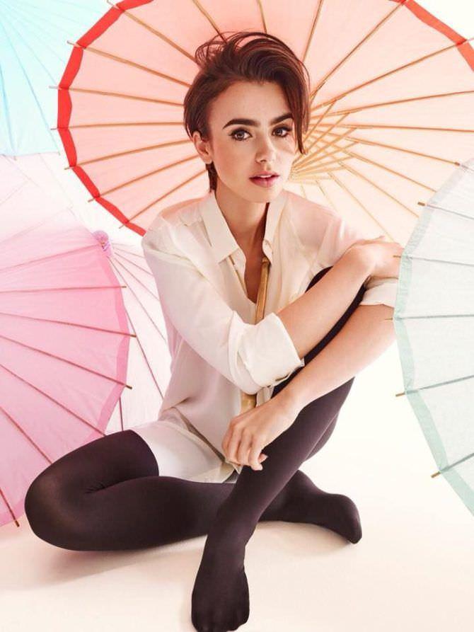 Лили Коллинз фото в рубашке с зонтиком