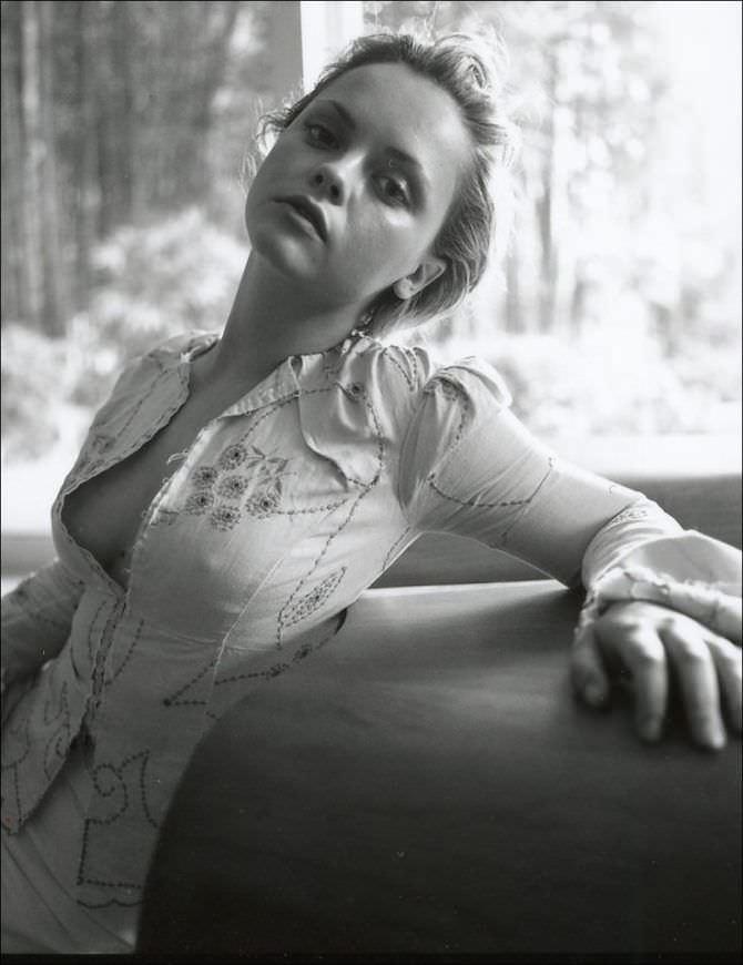 Кристина Риччи фотосессия в белом жакете