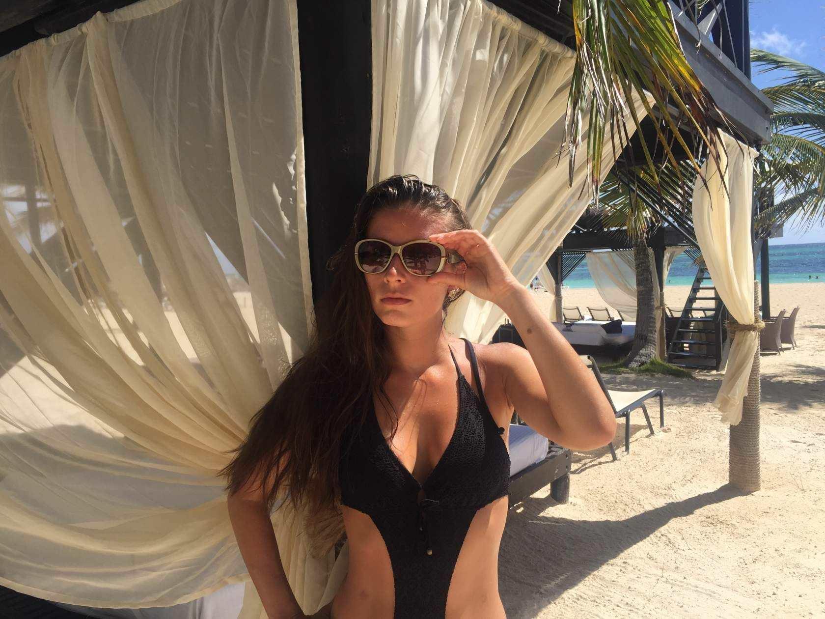 Ольга Подолян фото в очках