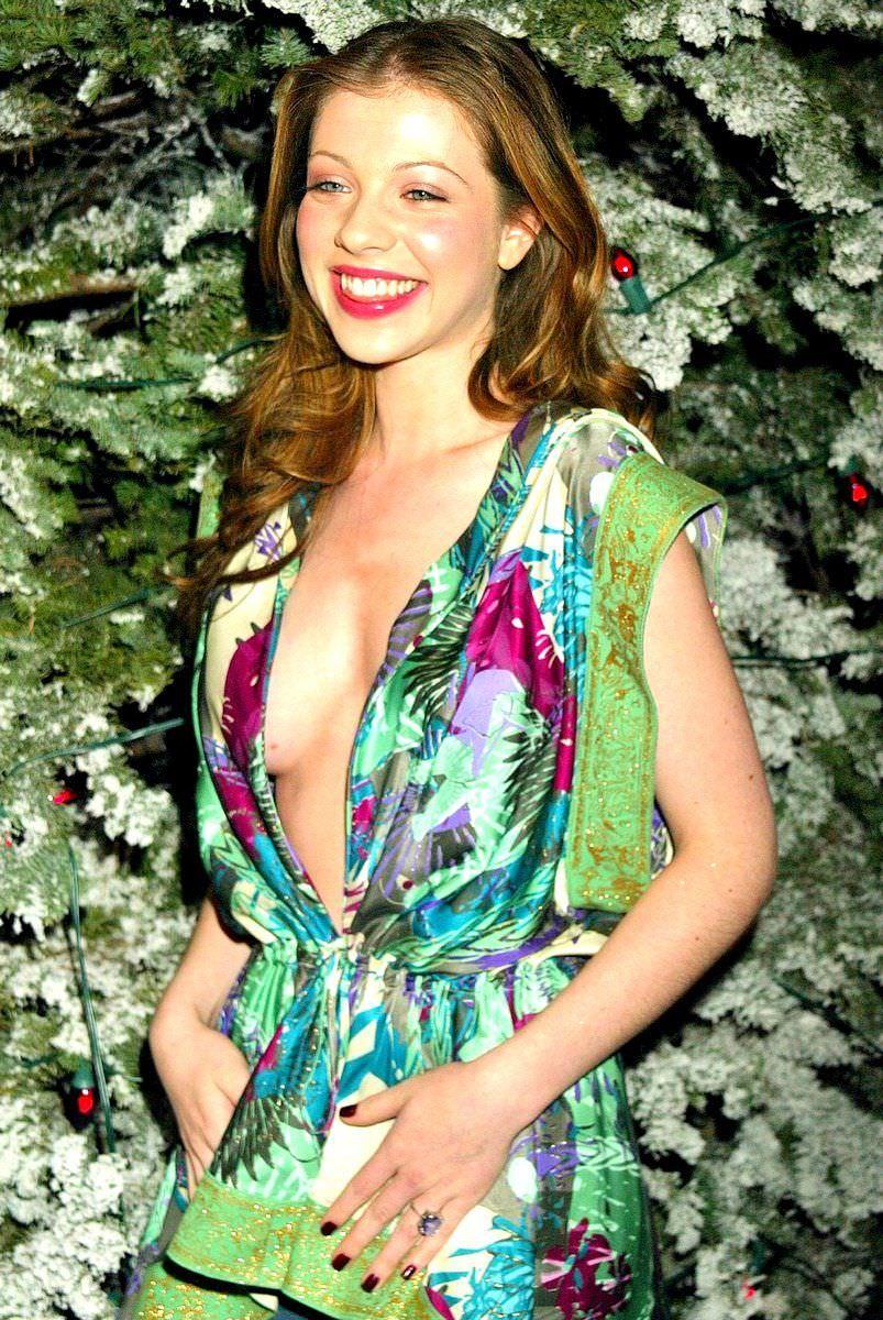 Мишель Трахтенберг фото в цветном платье