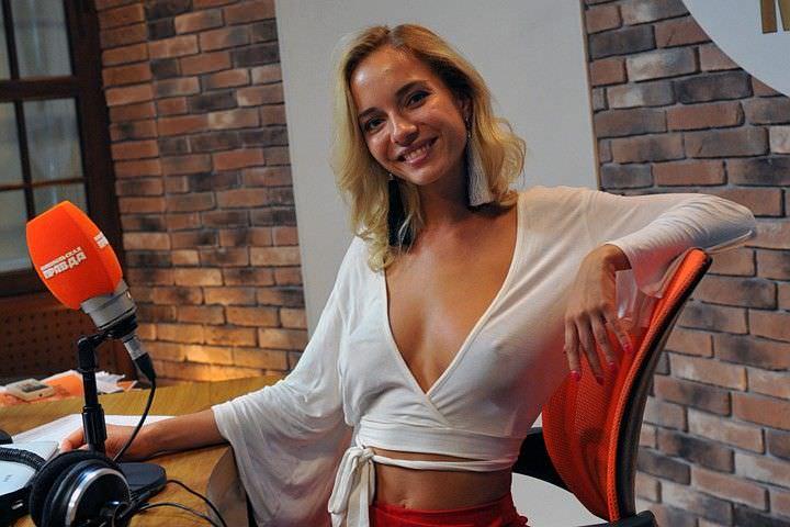 Наталья Немчинова фото за столом