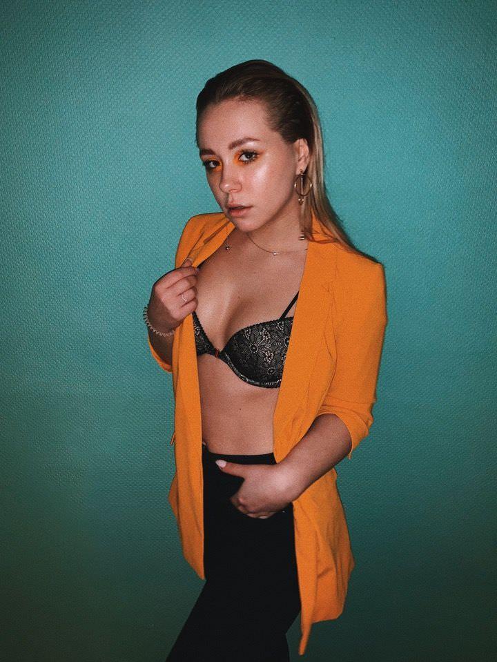 Ксения Хоффман фото в штанах